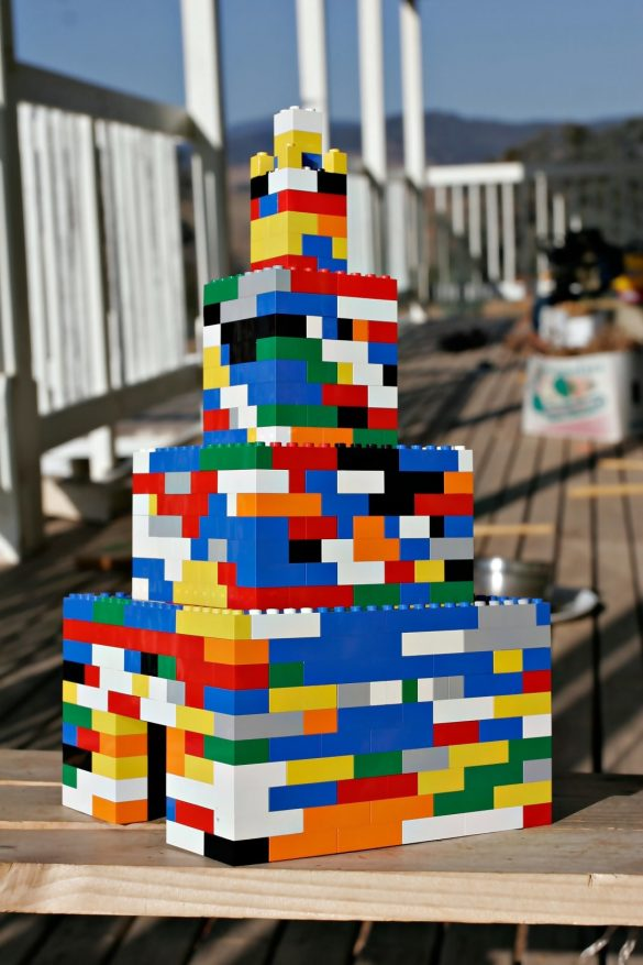 Wieża z klocków LEGO