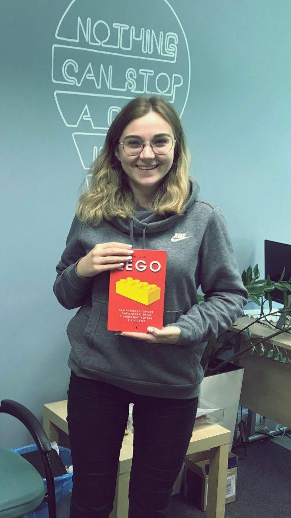 Konkurs na nasz slogan reklamowy wygrała Martyna! W jej ręce trafiła książka o LEGO od Wydawnictwa AGORA.