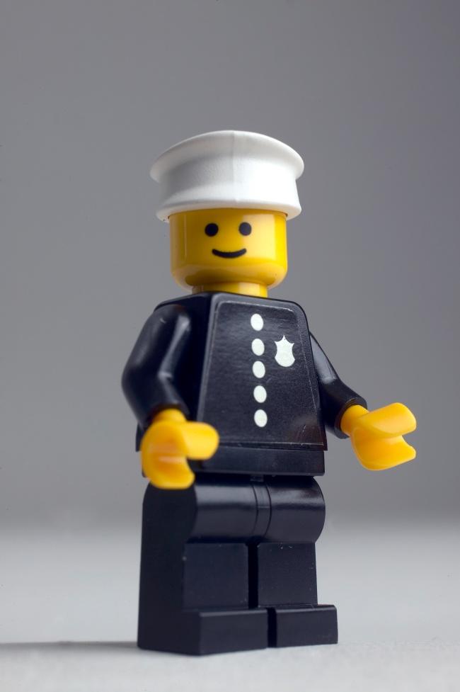 Policjant - pierwsza minifigurka LEGO z 1978 roku